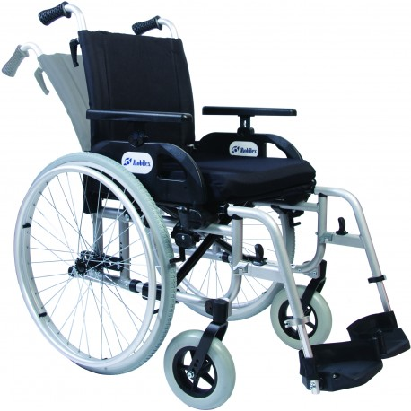Letvægts kørestol med vinklet ryglæn, model Barracuda